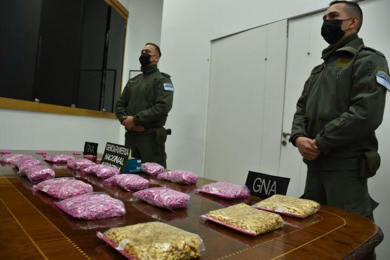 Allanamientos con siete detenidos y secuestro de 13 mil pastillas de éxtasis y 500 kilos de marihuana