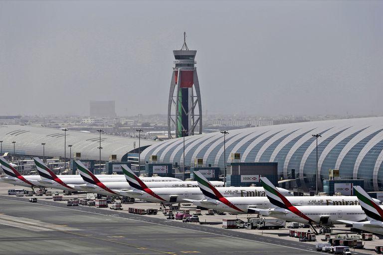 Emirates busca contratar a 3500 personas y se puede aplicar desde la Argentina