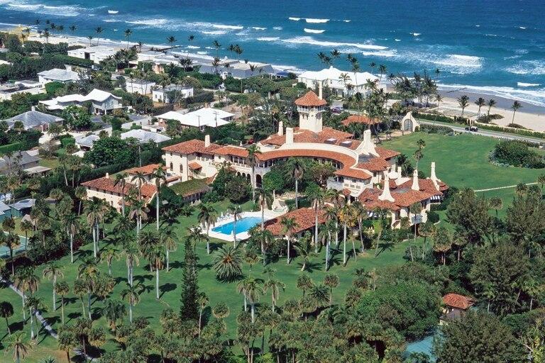 Ubicada en Palm Beach, la imponente mansión de 5800 metros cuadrados fue construida en los años veinte.