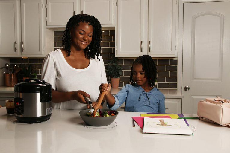Con el sistema Ki Cordless Kitchen, los electrodomésticos de la cocina podrán funcionar con solo apoyar el equipo en una superficie de carga y provisión de energía de forma inalámbrica