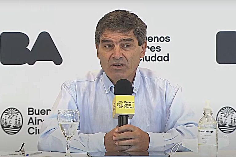 """Fernán Quirós: """"Luego del valor más alto del pico entre el 8 y el 10 de enero, los casos confirmados fueron bajando lenta, pero sostenidamente"""""""