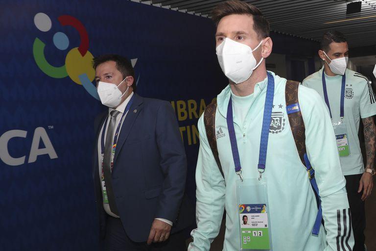 Messi llegando al Maracaná con la indumentaria de la Selección
