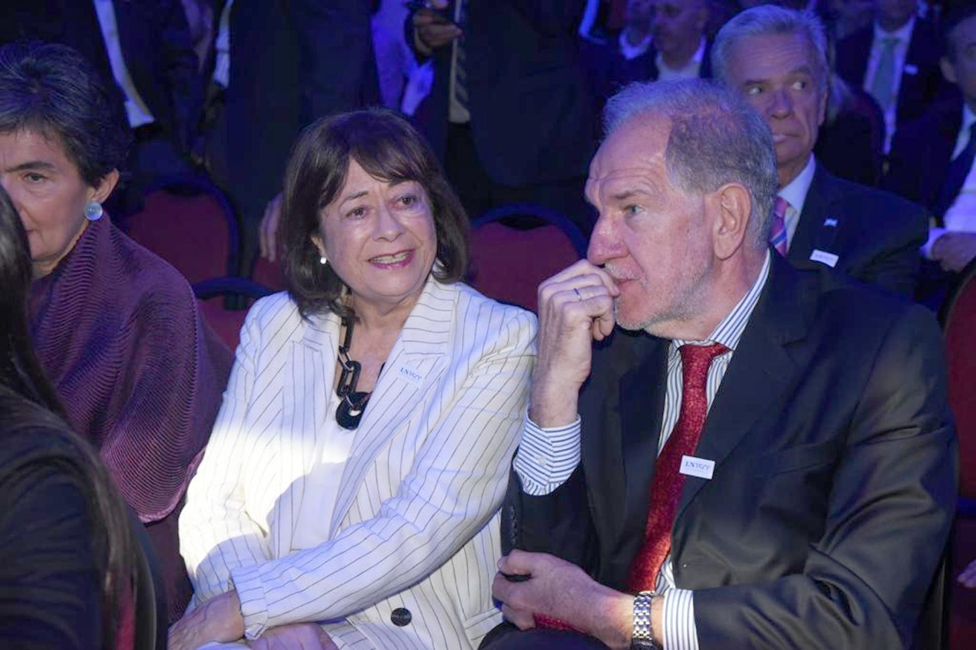El exdirector de Comunicaciones Corporativas del diario LA NACION, Héctor D Amico, y la escritora María Sáenz Quesada