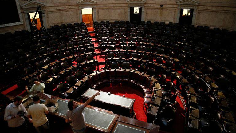 Preparativos en el Congreso, que hoy será escenario de la jura de Macri ante la Asamblea Legislativa