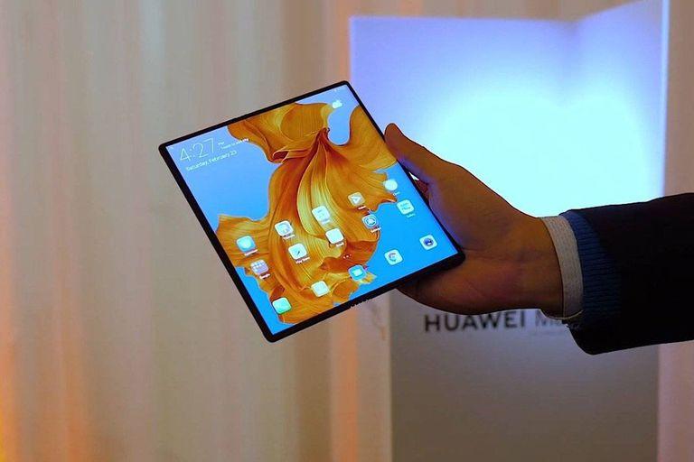 El Huawei Mate X con la pantalla abierta