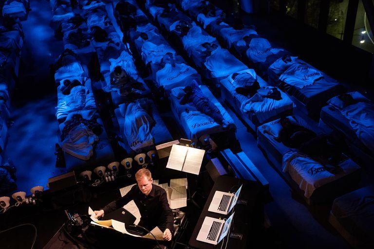La performance Sleep, de Max Richter at Spring Studios, em Nueva York