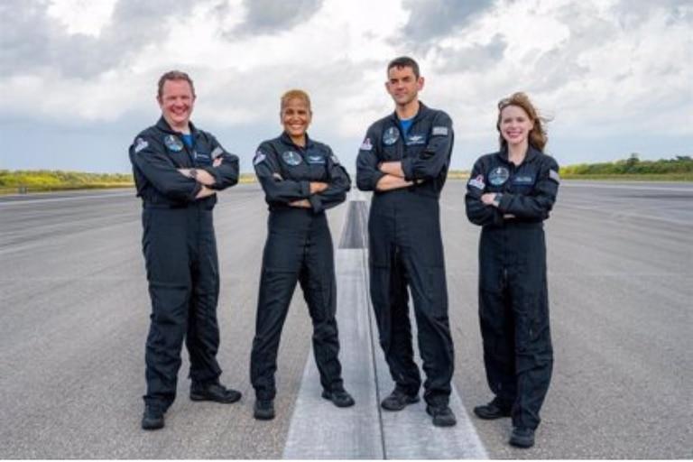 Quiénes son los cuatro civiles que viajarán al espacio en la nave de SpaceX