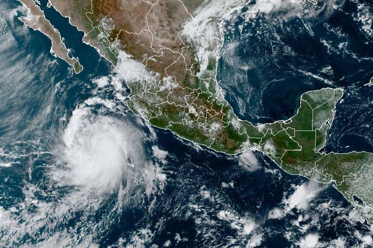 Esta imagen satelital, proporcionada por la Oficina Nacional de Administración Oceánica y Atmosférica de Estados Unidos (NOAA, por sus siglas en inglés), muestra a la tormenta tropical Pamela la mañana del lunes 11 de octubre de 2021, en el Pacífico mexicano. (NOAA/NESDIS/STAR VA vía AP)