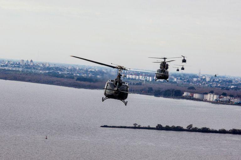 Los helicópteros, sobre el Río de la Plata