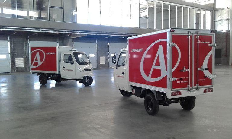 Creación: Andreani desarrolló sus propios vehículos de transporte ecológicos para centros urbanos: el carro eléctrico de distribución urbana, para operar en peatonales, y la moto carrozada, para hacer entregas en macro y microcentro