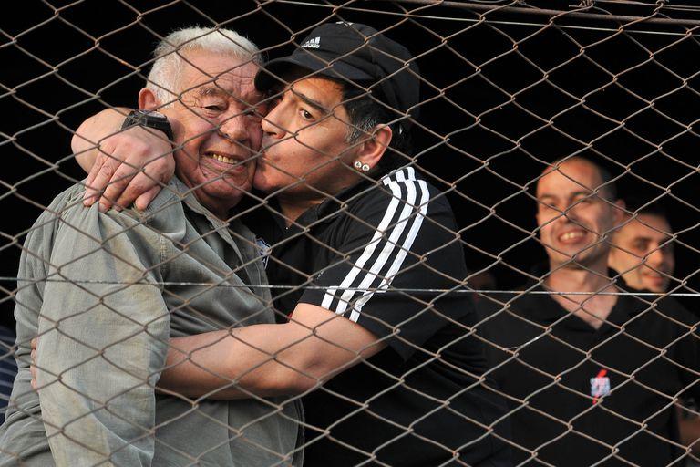 Diego Maradona y su padre, que falleció en 2015