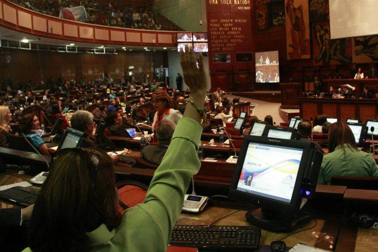 La aprobación de la ley de comunicación es el último paso en el deterioro de la libertad de prensa en Ecuador, afirman los medios privados