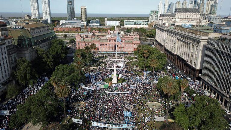 El oficialismo moviliza a Plaza de Mayo por el Día de la Lealtad