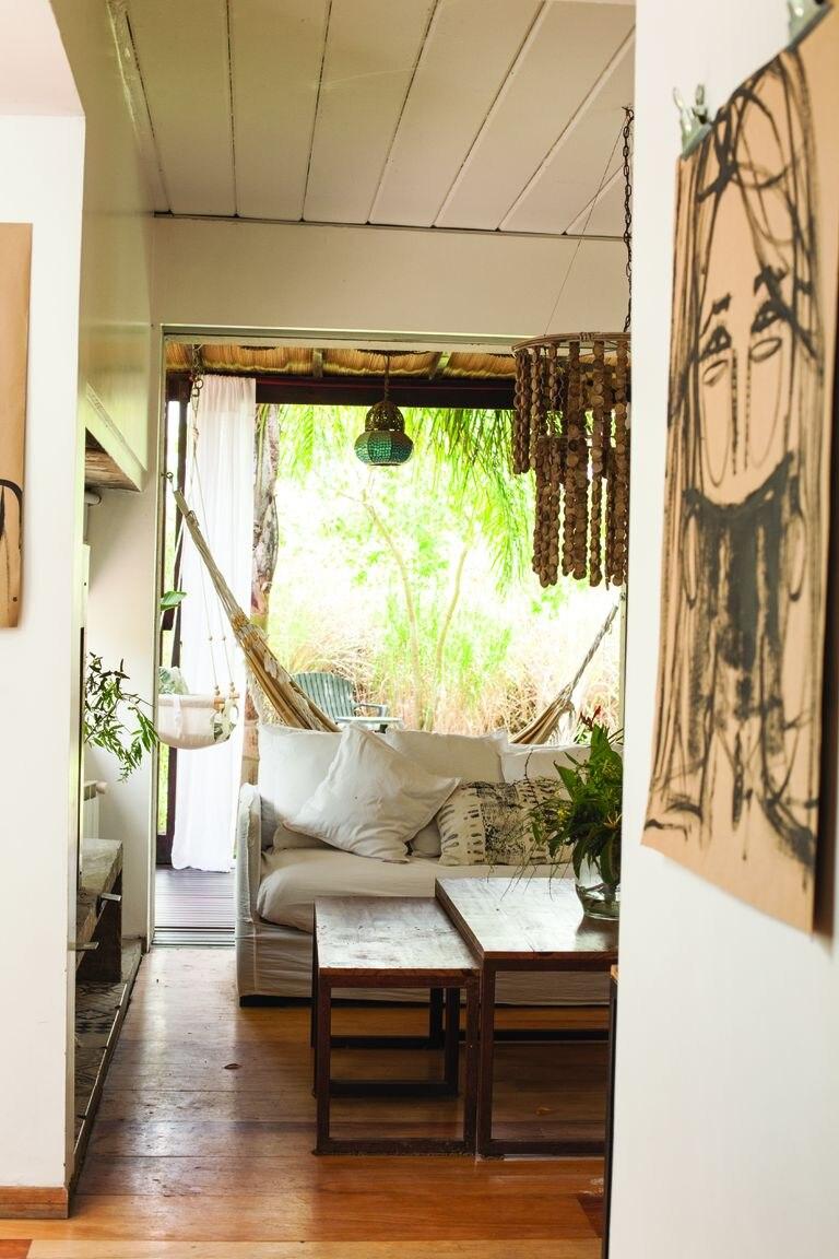 Las obras de la artista Germaine Bonifacio (la mamá de Santi) aparecen en casi todos los ambientes de la casa para dar el toque arty.