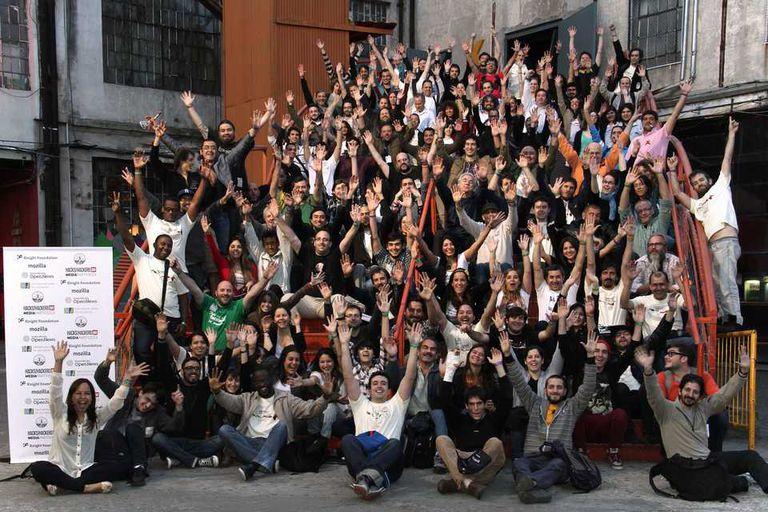 La foto de cierre de la jornada Media Party BA 2013, organizado por Hacks/Hackers BA en Ciudad Cultural Konex