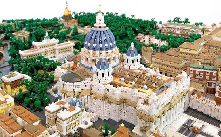 Detalle del Vaticano edificado con bloques por el arquitecto estadounidense Rocco Buttliere