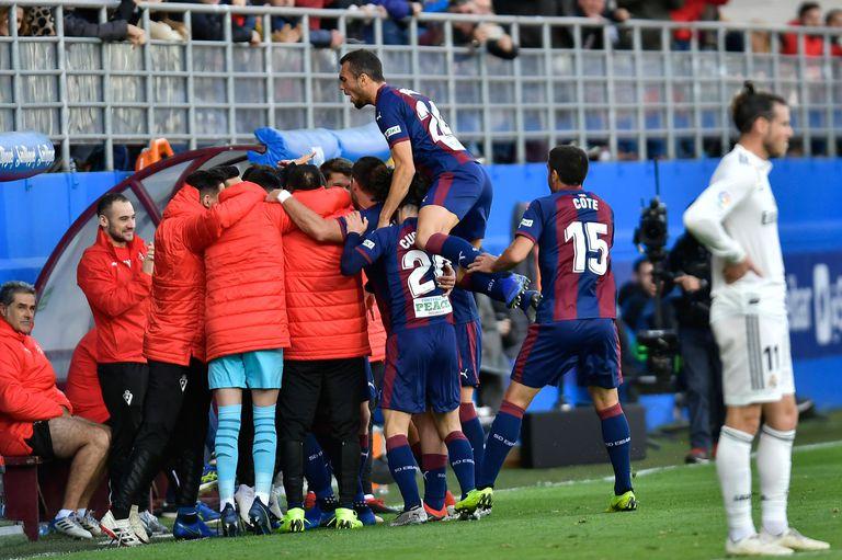 Golearon al Real Madrid de Santiago Solari: perdió 3-0 con Eibar
