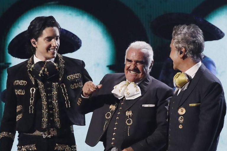 Vicente Fernández (en el centro) junto a su nieto Alex y a su hijo Alejandro