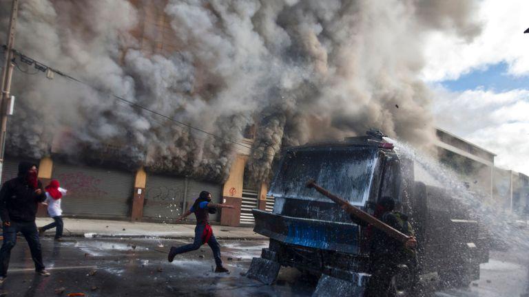 Chile: murió un hombre en medio de una protesta contra el gobierno de Bachelet