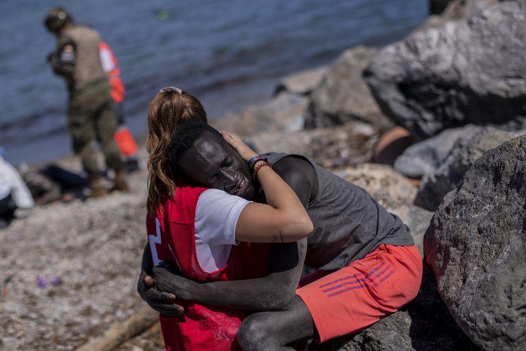 Crisis migratoria: del abrazo que se volvió viral a sufrir ataques en las redes