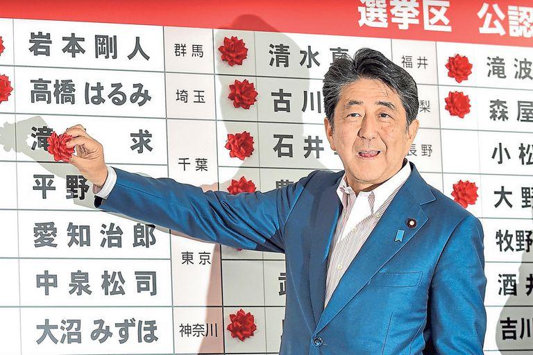 Pese al triunfo parlamentario a Abe no le alcanza para cambiar la constitución