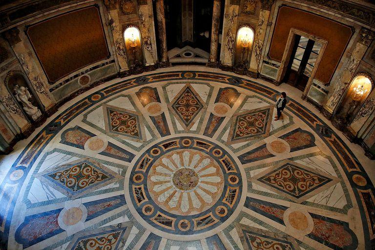 Uno de los más imponentes salones del Palacio Paz, donde se grabó El Reino