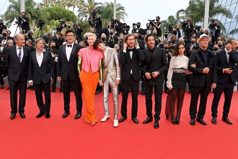 El elenco de La crónica francesa listo para desfilar por la alfombra roja del festival de Cannes junto al director Wes Anderson