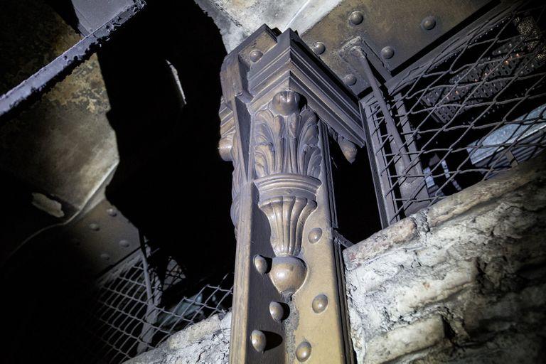 Una de las columnas que sostienen el techo de Pasco Sur