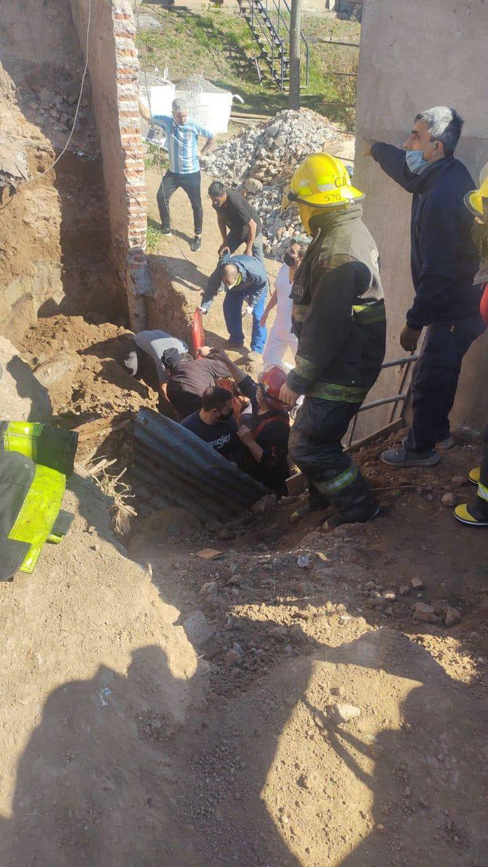 Se derrumbó una pared de un colegio en refacción y un obrero fue trasladado herido al hospital