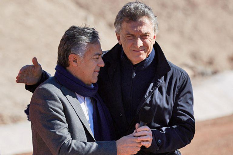 Cornejo y Macri, ayer, en Malargüe