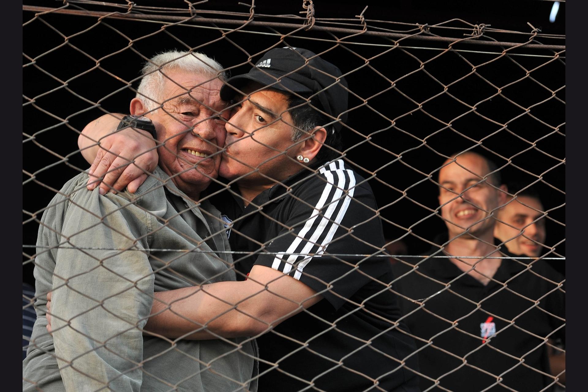 """19/08/2013: dos de los grandes amores de Diego Armando Maradona fueron sus padres, """"Don Diego"""" y """"Doña Tota"""", que lo marcaron a fuego y a quienes siempre recordó con gratitud"""