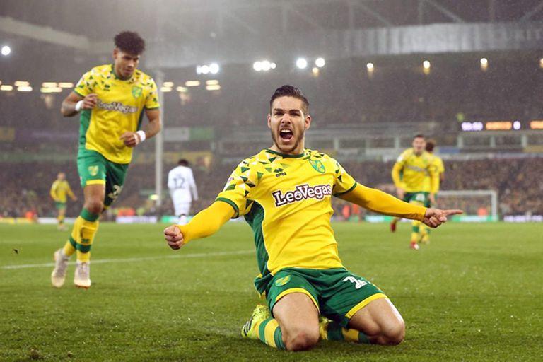 El argentino Emiliano Buendía festeja uno de sus goles con Norwich; anotó 15 y dio 15 asistencias en la segunda categoría del fútbol inglés; Aston Villa acaba de comprarlo por 46 millones de dólares.