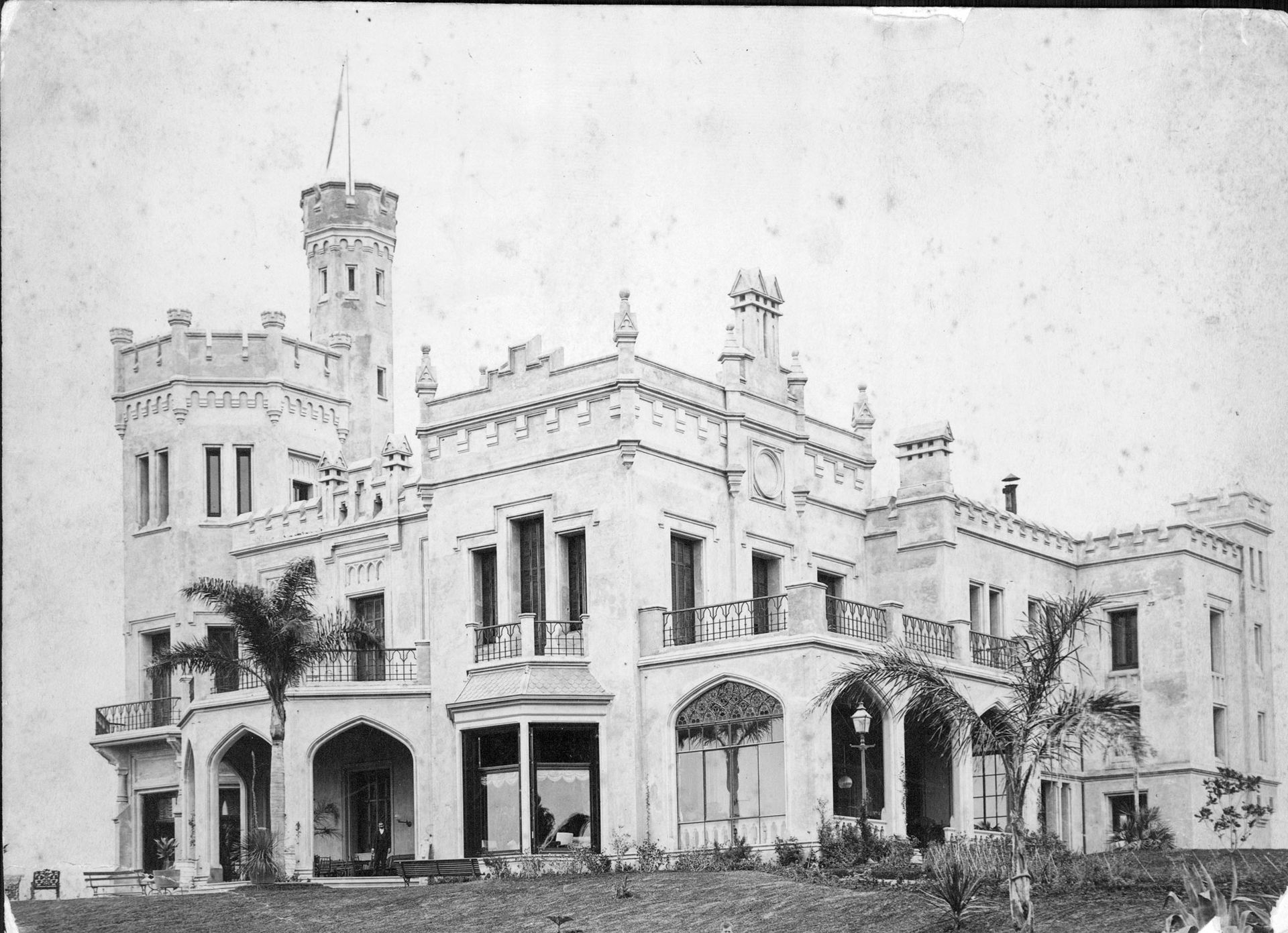 La quinta de Villa Ombúes fue construida en estilo Tudor por el arquitecto Nordmann.