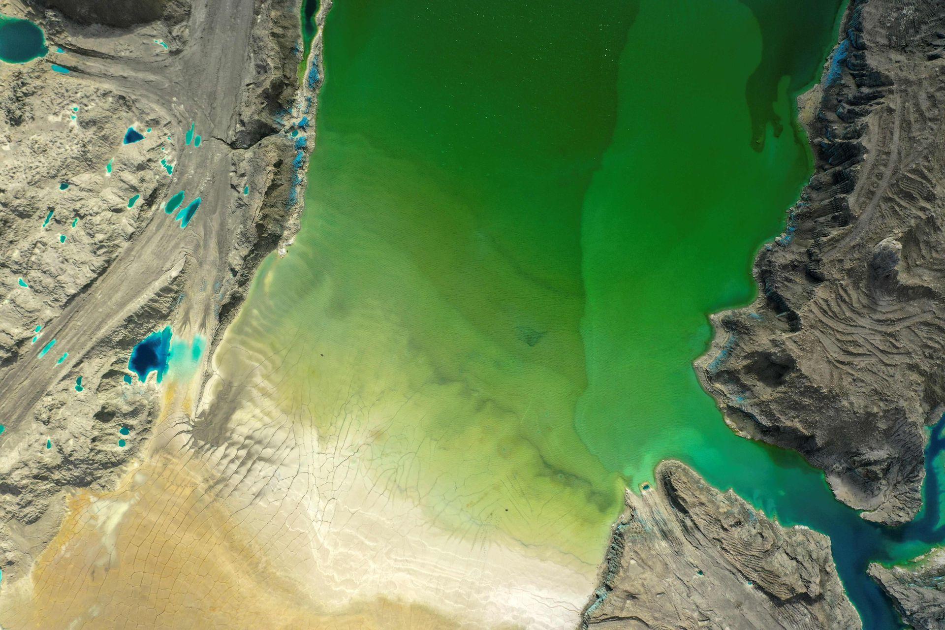Vista aérea de un tranque de relave de la minera Valle Central, en Rancagua, Chile