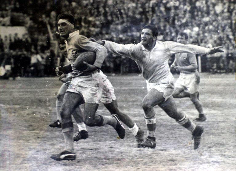 Pochola Silva en un partido contra Gales en 1968