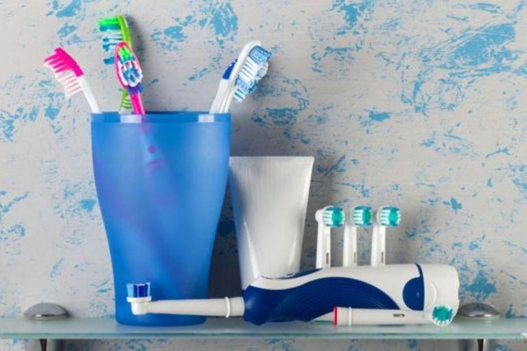 ¿Son dos minutos suficientes para lavarnos los dientes?