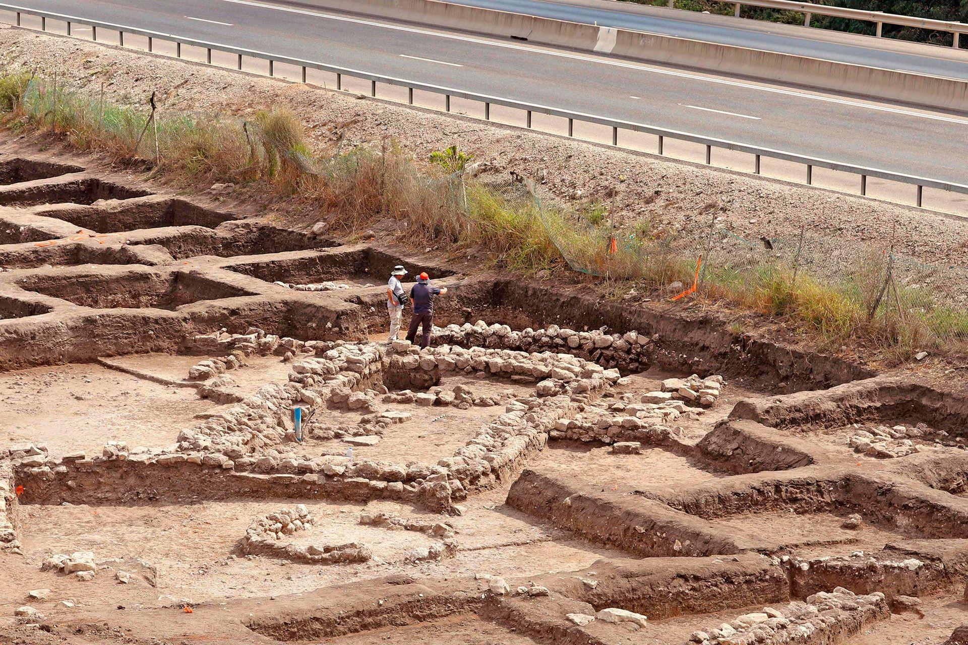 """""""Hay fortificaciones de unos 20 metros de largo y dos de alto"""", explica la arqueóloga Dina Shalem"""