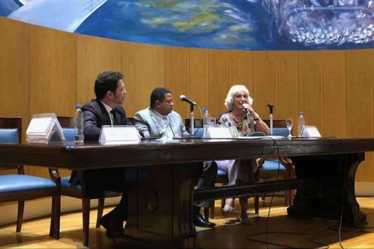 Márlon Reis fue acompañado durante el primer panel de la jonarda por el analista internacional Gustavo Segré y la abogada constitucionalista María Cristina Girotti