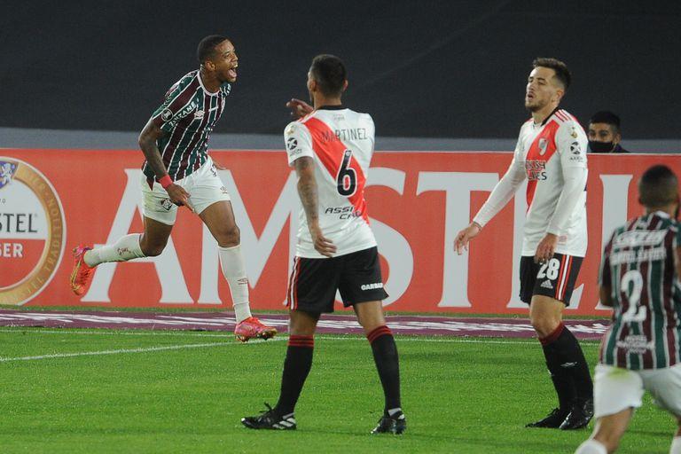 Caio Paulista festeja el primer gol de Fluminense. El visitante derrotó a River por 3 a 1