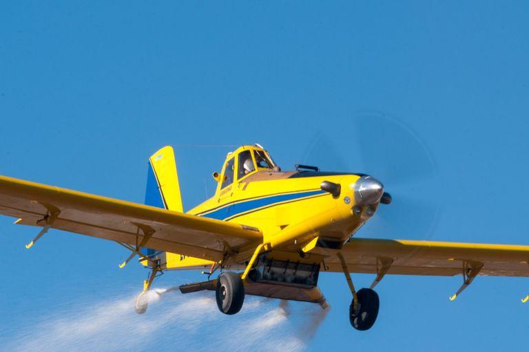 La principal ventaja que tiene el avión agrícola para implantar son los tiempos operativos para hacer superficies grandes de cultivo