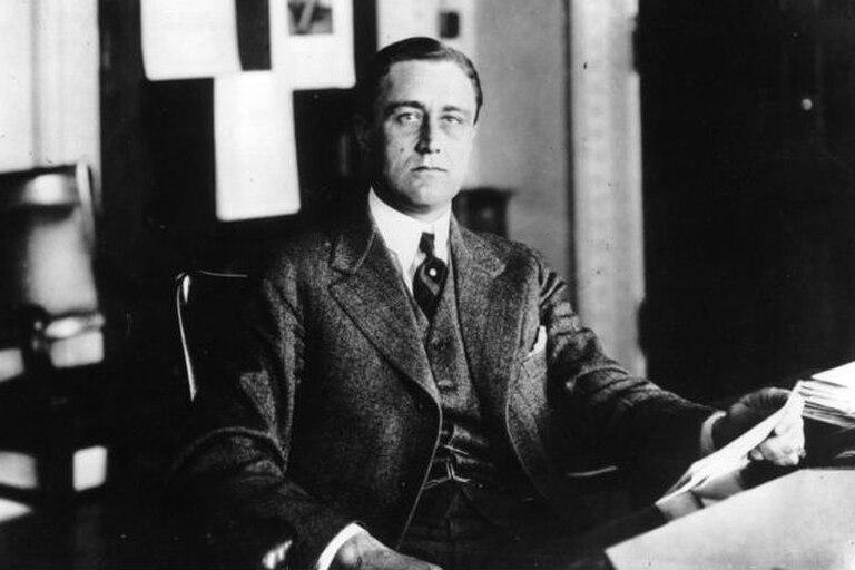 Roosevelt era la epítome de la salud antes de contraer el virus de la polio, a los 39 años, y su alto perfil y activismo contribuirían enormemente al desarrollo de la vacuna