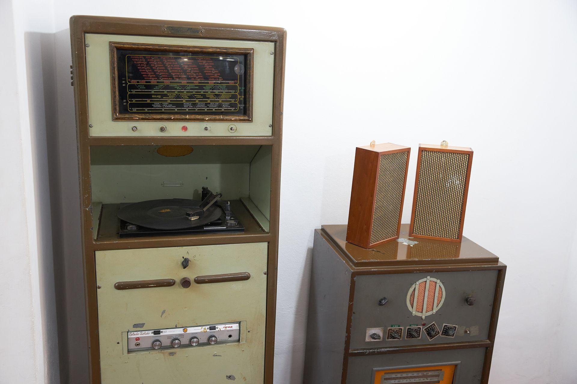 Equipos de música que se usaban en los hoteles, Museo Eva Perón de Embalse