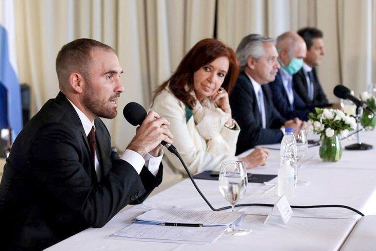 El ministro Guzmán, cuando anunció la oferta de canje a los acreedores