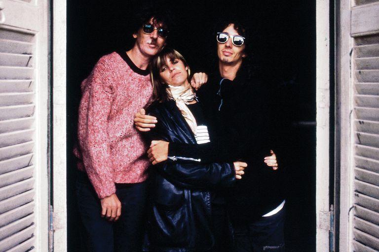 Charly, Fabi y Fito, posando para Hilda Lizarazu en 1987