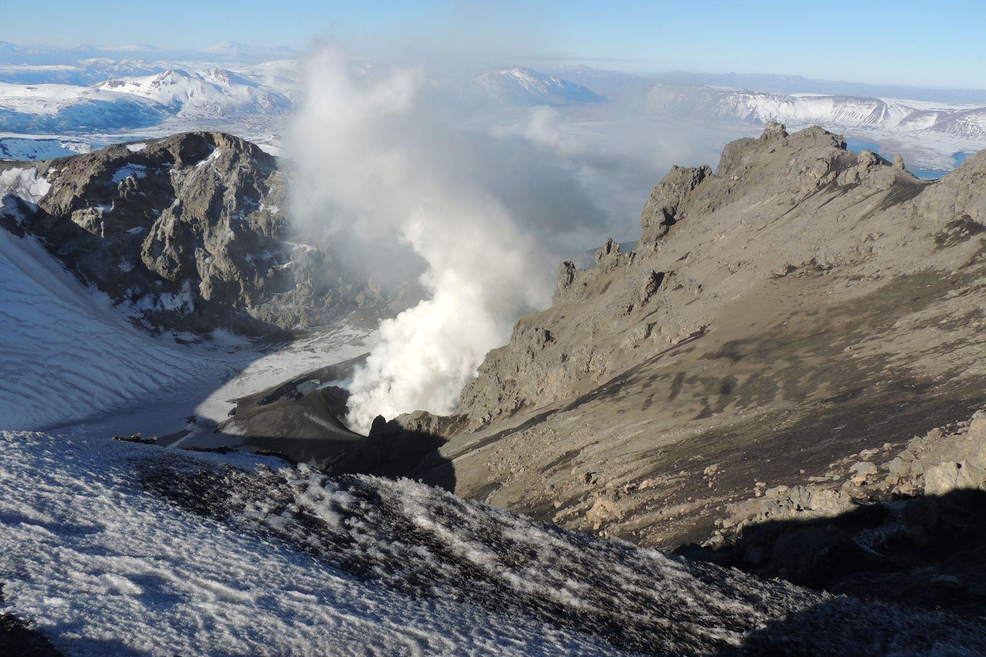 La meta de la travesía es la cumbre del Volcán Copahue.