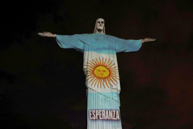 Coronavirus: el Cristo Redentor iluminado para homenajear a los médico que luchan contra la pandemia
