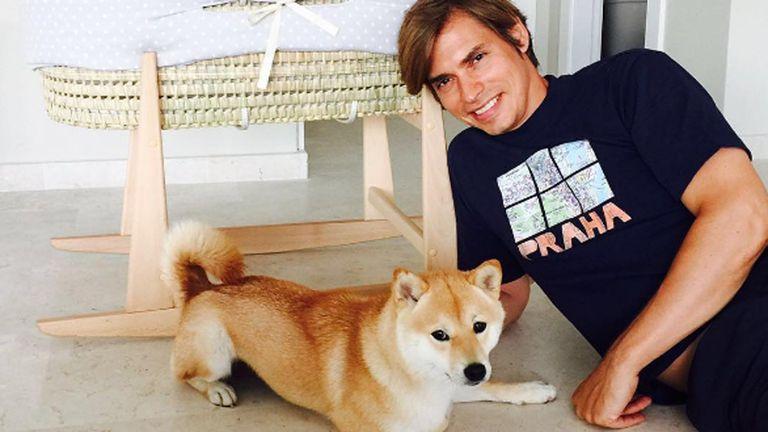 Carlos Baute junto a su adorada perra