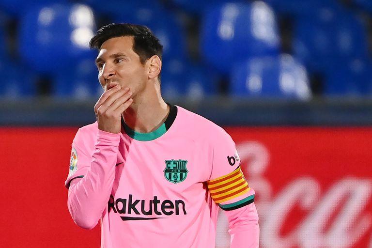 El gesto de Lionel Messi es elocuente: como todo Barcelona, no le encontró la vuelta al duro Getafe, que ganó por 1-0.