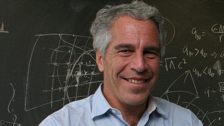 Empezó su carrera como profesor de matemáticas y física para, en unos pocos años, convertirse en multimillonario.
