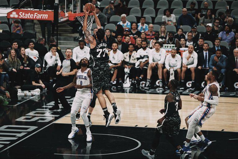 San Antonio Spurs, sin Manu Ginóbili, cayó ante Philadelphia Sixers